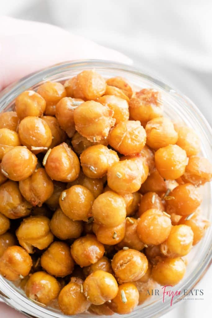 upclose picture of cooked chickpeas